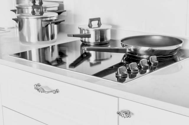 Electricity cooker hobs image by Tracy Ben (via Shutterstock).